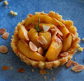 Tartelette sablée aux pommes, romarin et Palet au Caramel